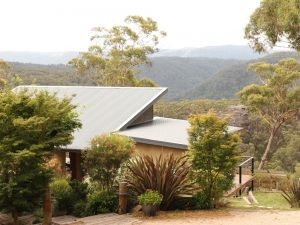 Blue Mountain Retreat views of the valley with nature and bush walks