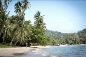 Walk on the beach in Thailand on Yoga Retreat